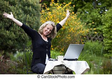 glädjande, laptop, kvinna