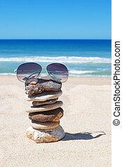 gläser, felsen, auf, der, strand., seascape.