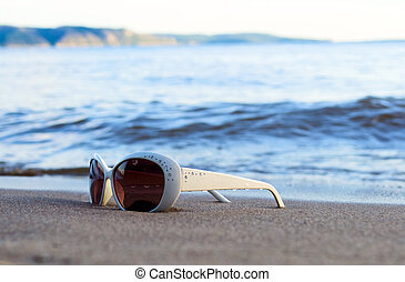 gläser, sandstrand