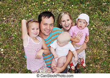 glück, familie drei kindern