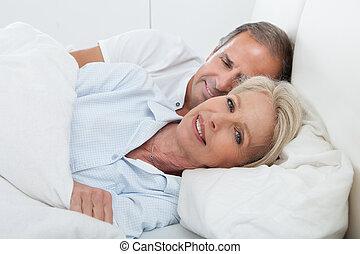 glücklich, ältere paare
