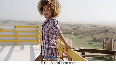 glücklich, afrikanische amerikanische frau, lächeln, draußen