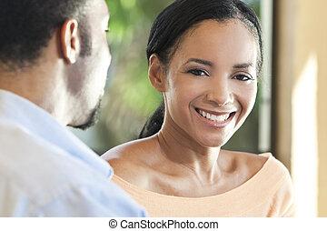 glücklich, afrikanische amerikanische paare, woman, lächelt, kamera