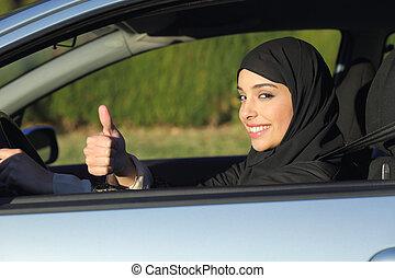 glücklich, araber, saudiaraber, frau, fahren autos, mit, daumen