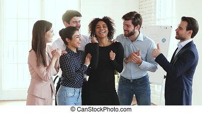 glücklich, aufgeregt, korporativ, achievement., multirassisch, mannschaftskameraden, gefühl