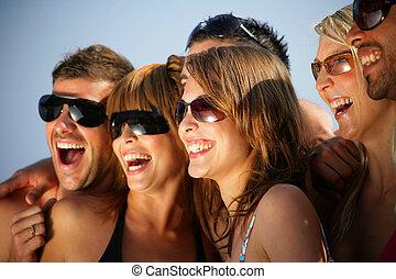 glücklich, feiertag, gruppe, junge leute