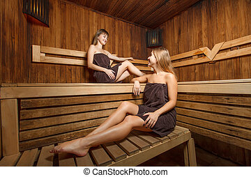 sch ne frauen zwei sauna sch ne frauen sitzen zwei stockfoto fotografien und. Black Bedroom Furniture Sets. Home Design Ideas