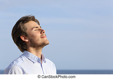 glücklich, junger mann, atmen, tief