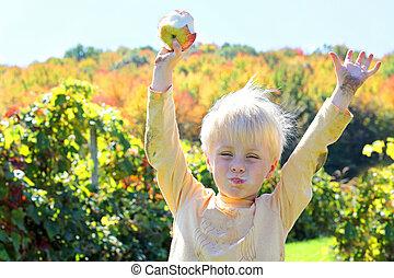 glücklich, junges kind, essende, fruechte, an, apfel obstgarten, in, herbst