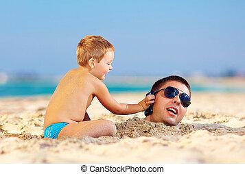glücklich, kind, portion, vater, in, sand, talk, auf, der, handy
