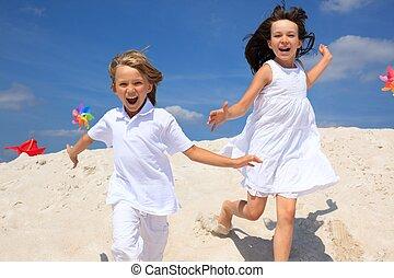 glücklich, kinder, auf, sandstrand