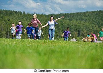 glücklich, kinder, gruppe, mit, lehrer, in, natur