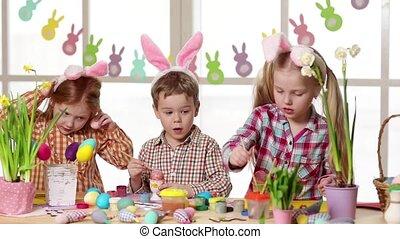 glücklich, kinder, tragen, hasenohren, anstreichende eier,...