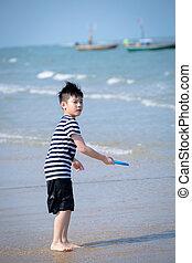 glücklich, kleiner junge, spielende , auf, tropischer strand