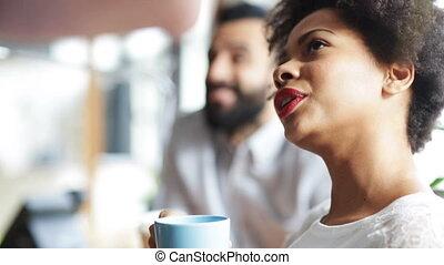 glücklich, kreativ, mannschaft, kaffeetrinken, in, buero