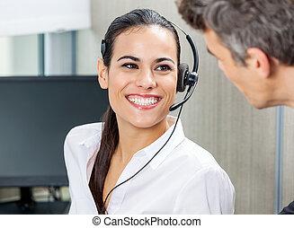 glücklich, kundendienstvertreter, anschauen, manager