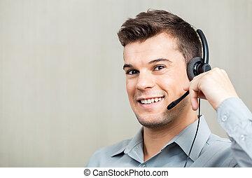 glücklich, kundendienstvertreter, tragender kopfhörer