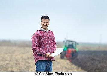 glücklich, landwirt, auf, der, feld