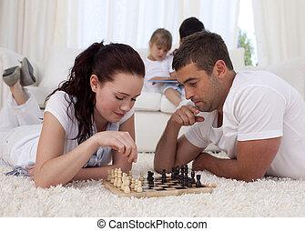 glücklich, liebhaber, spielenden schach, auf, boden
