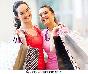 glücklich, mädels, mit, einkaufstüten, in, einkaufszentrum