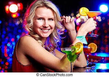 glücklich, m�dchen, mit, cocktail