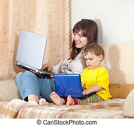 glücklich, mutter kind, mit, laptops
