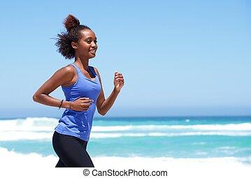 glücklich, negerin, rennender , strand
