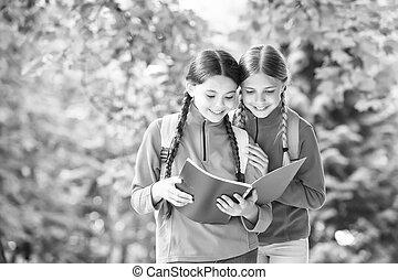 glücklich, non-fiction., kinder, grows, list., fantasie, lesende , kenntnis, outdoors., samen, sie, read., sommer, lesen, imagination., mehr, childrens, fiktion, wenn, literature., buch