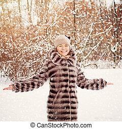 glücklich, reife frau, in, winter, park