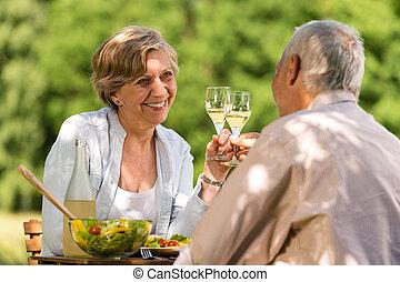glücklich, senioren, clinking brille