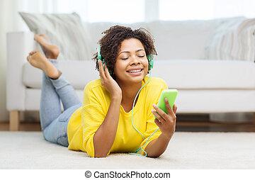 glücklich, smartphone, frau, afrikanisch, kopfhörer