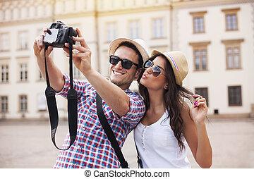 glücklich, touristen, aufnahme nehmend, von, sich