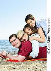 glückliche familie, an, sandstrand