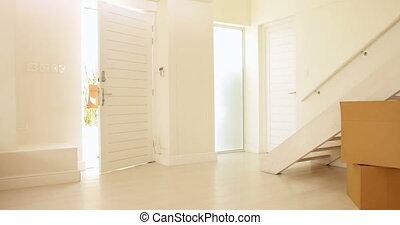 glückliche familie, bewegen, in, ihr, neues heim