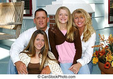 glückliche familie, daheim