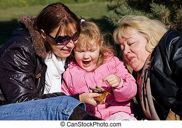glückliche familie, in, herbst, park