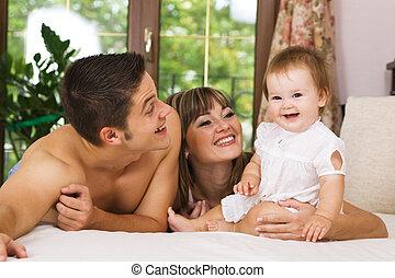 glückliche familie, junger