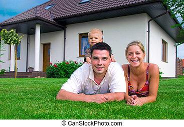 glückliche familie, und, haus