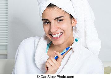 glückliche frau, besitz, zahnbürste, in, badezimmer