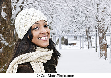 glückliche frau, draußen, in, winter