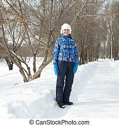 glückliche frau, gehen, in, winter, park
