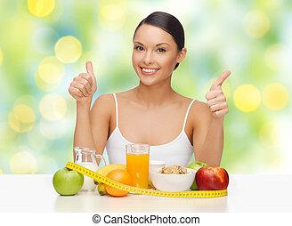 glückliche frau, mit, gesundes essen, ausstellung, daumen hoch