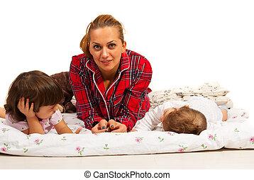 junge zerebral behinderten liegen l hmung kleinkind unten gl cklich. Black Bedroom Furniture Sets. Home Design Ideas