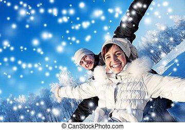 glückliches lächeln, paar, auf, a, winter, hintergrund