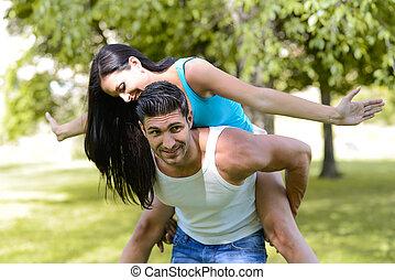 glückliches lächeln, paar, in, städtisch, park
