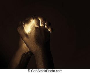 glühen, betende hände