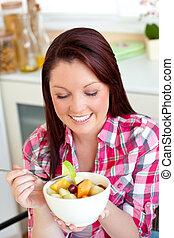glühen, frau essen, a, gesunde, salat