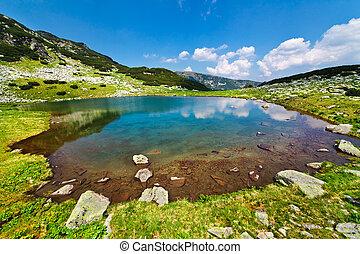 glacial, lago, vidal, en, parang, montañas, rumania