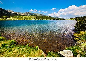 Glacial Lake Calcescu in Parang mountains, Romania -...