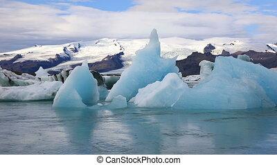 Glacial lake Jokulsarlon, Iceland - Panoramic view of...